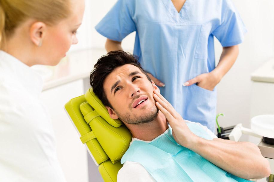 мужчин между зубами и глазами прослеживается более явная связь