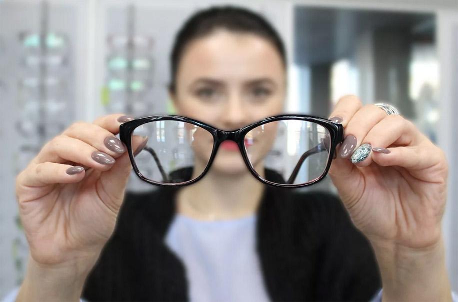 Правильно подобранные очки или контактные линзы
