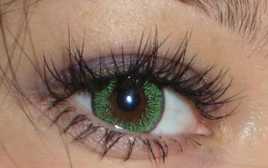 Зеленые оттенки на карие глаза
