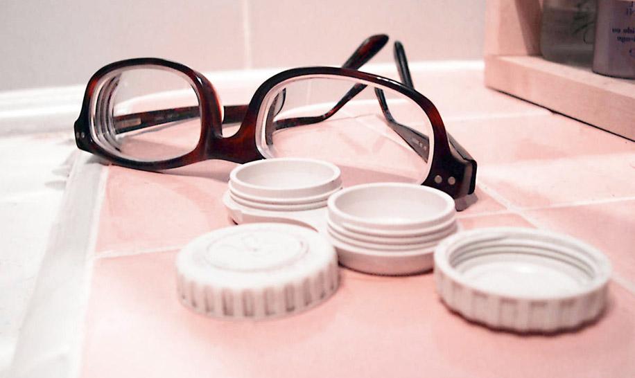 Что лучше — линзы или очки