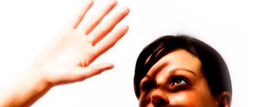 рукой закрыть солнце