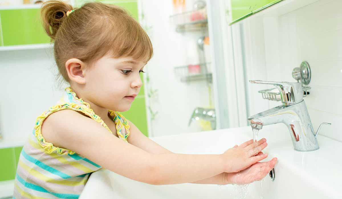 Следите за гигиеной рук и лица ребенка