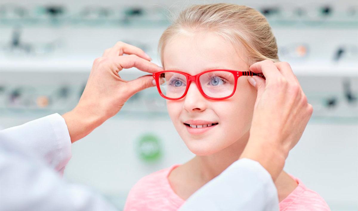 самый распространенный метод коррекции близорукости у детей — это очки