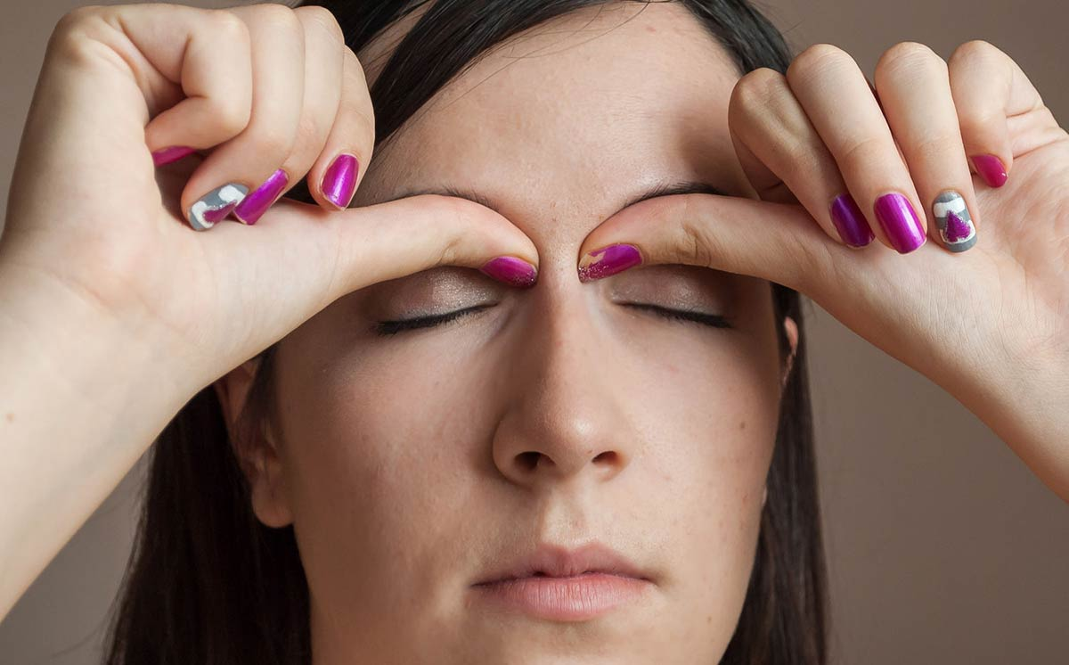 массаж слезных точек