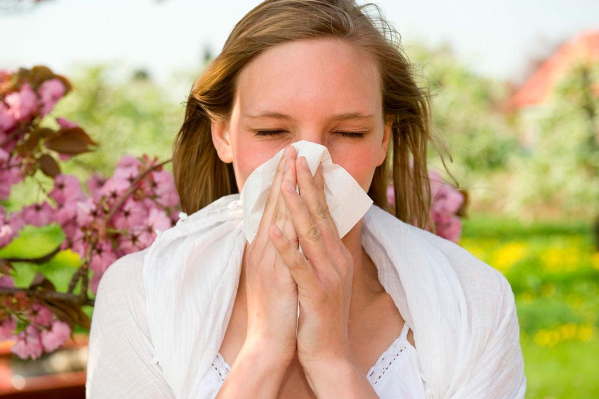 Безопасным для окружающих является аллергический конъюнктивит.
