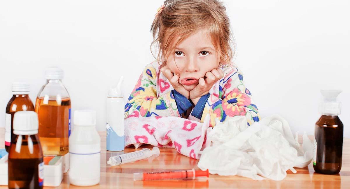 зачастую конъюнктивит у детей развивается не изолированно, а на фоне аденовирусной инфекции.
