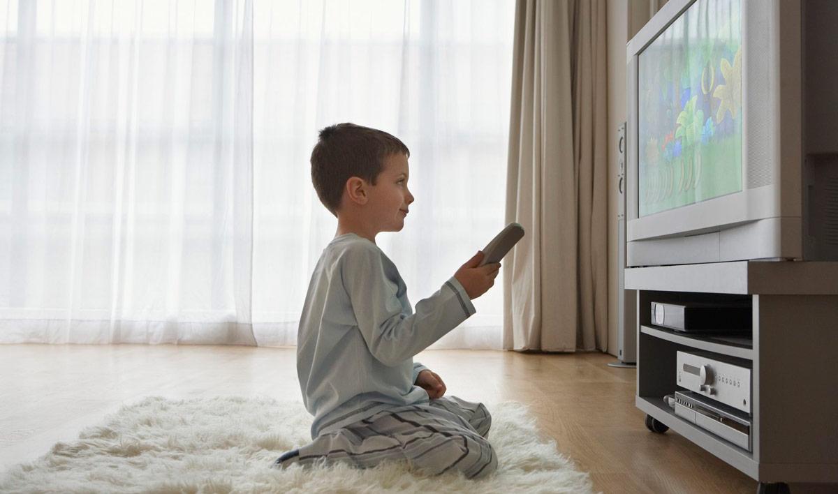просмотр телевизора на близком расстоянии
