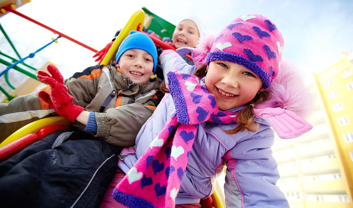 заразиться можно внезапно — если гулять с ребенком на многолюдных детских площадках