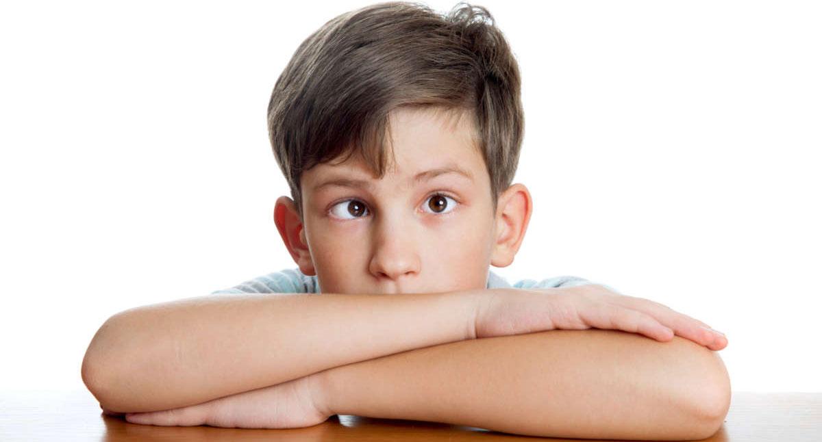 При косоглазии глаза ребенка не могут слаженно фокусироваться на одном объекте