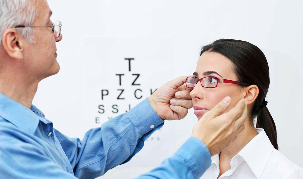 Так как очки для коррекции астигматизма устроены сложнее, чем другие, выбрать их нелегко