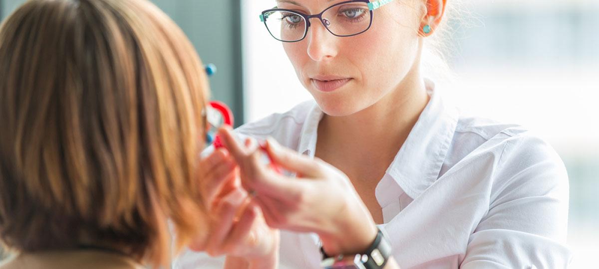 Опухшее место часто болит, белки глаз краснеют, женщины жалуются на светобоязнь