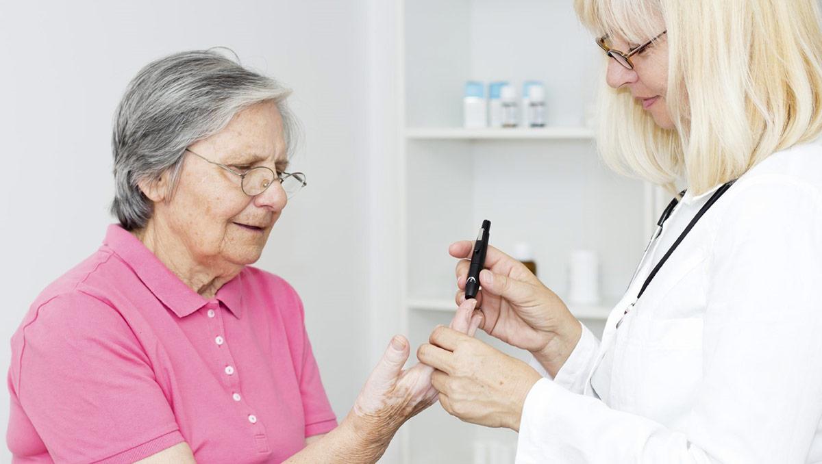 затяжная гипергликемия, когда уровень сахара в крови долгое время выше нормы