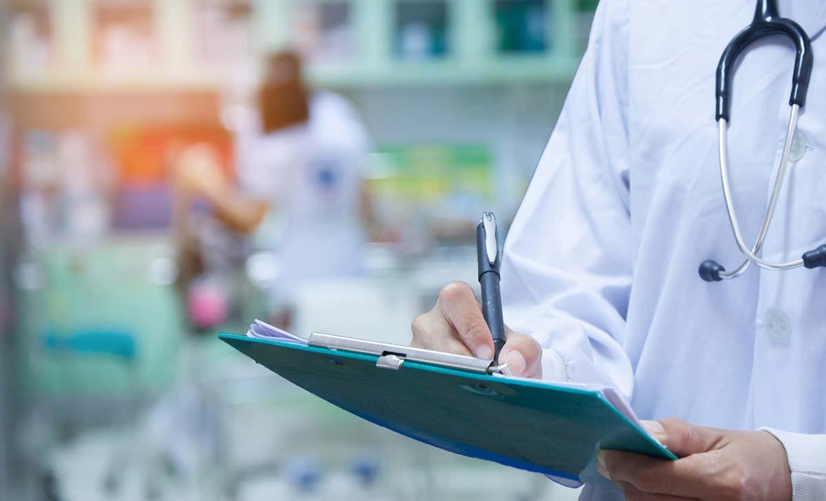 специалист в сфере офтальмологии может с точностью выяснить и обозначить источник возникновения конъюнктивита