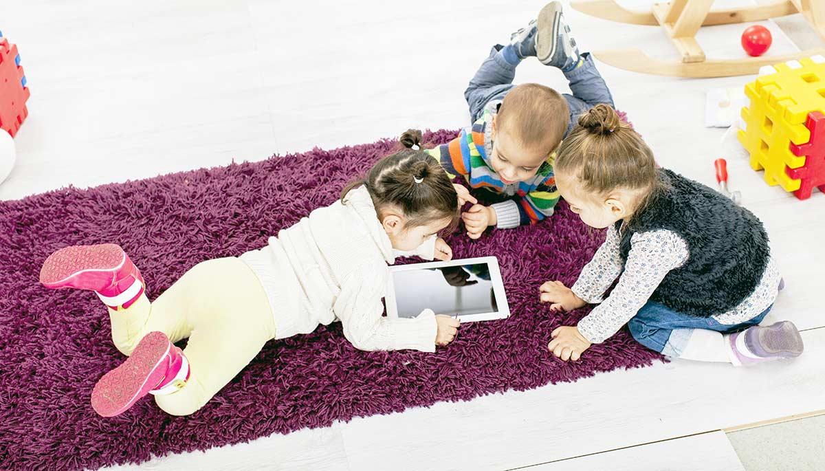 Окулисты не советуют давать ребенку до 5 лет смартфоны или планшеты