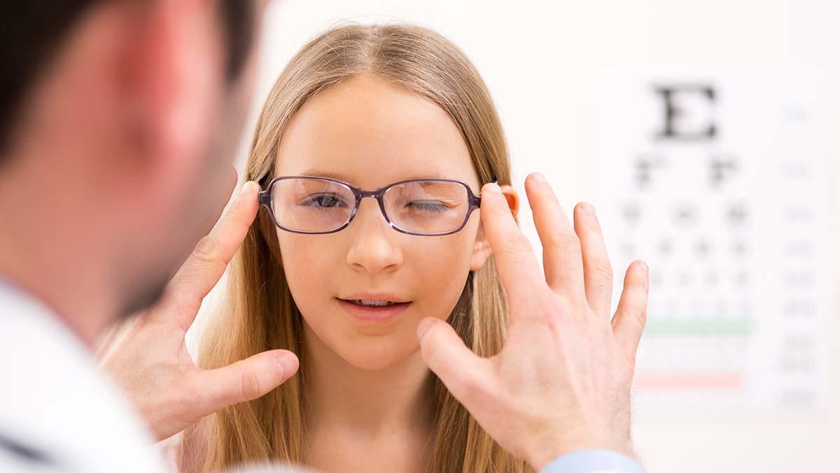 Близорукость диагностируется и у взрослых, и у детей