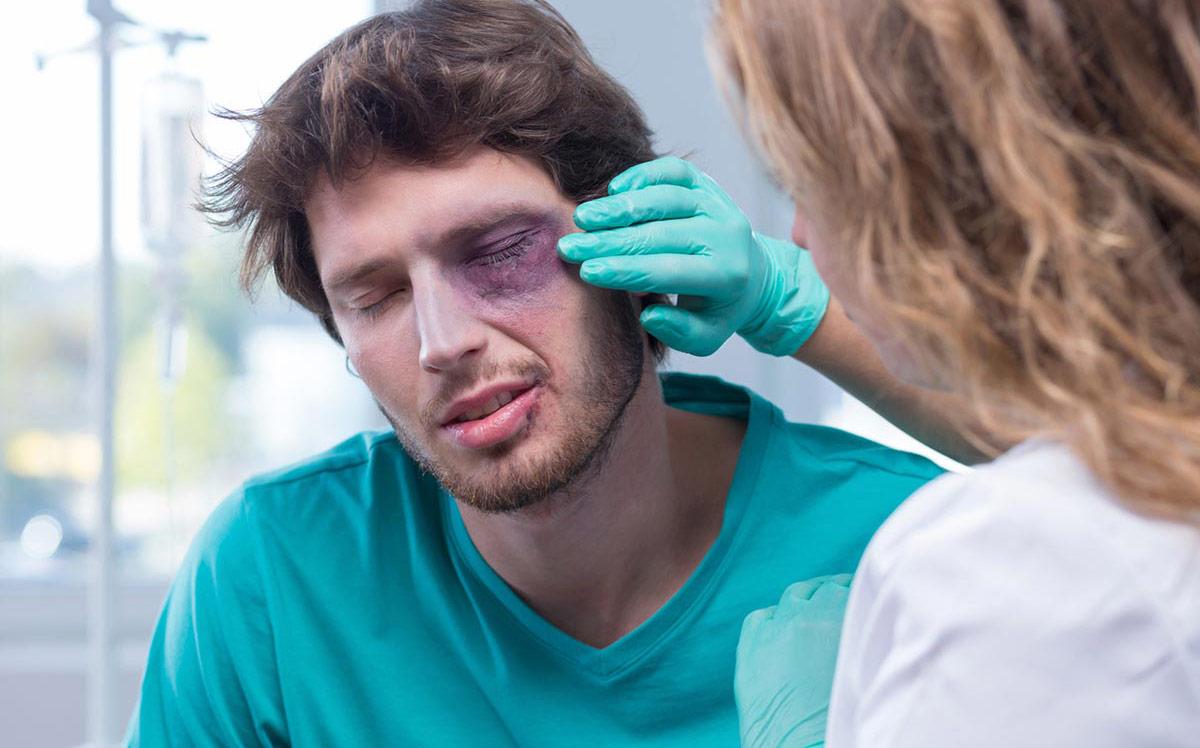 отек век может быть спровоцирован травмой