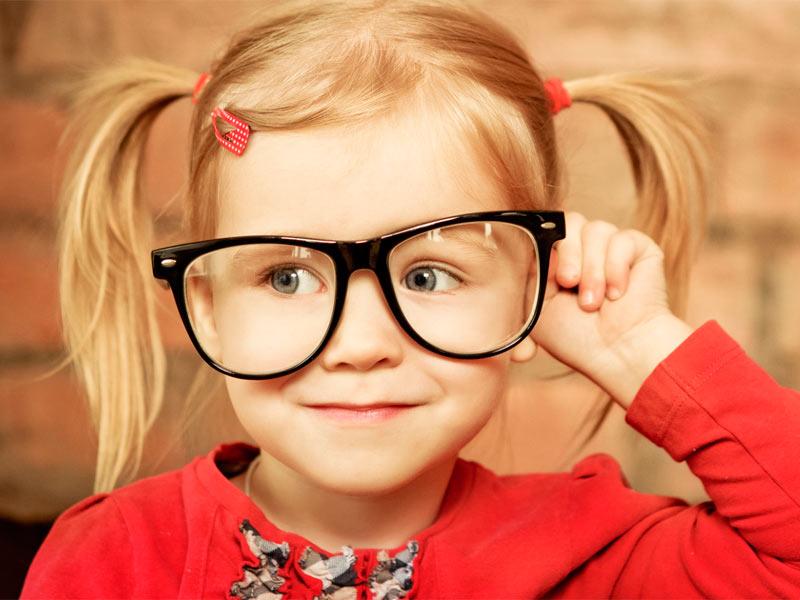 У ребенка развивается близорукость — что делать?