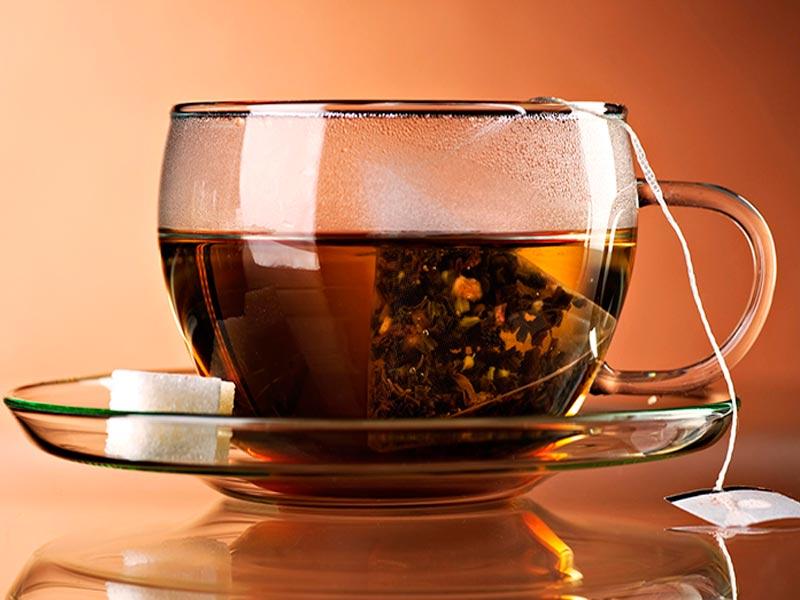 Протирать глаза чаем