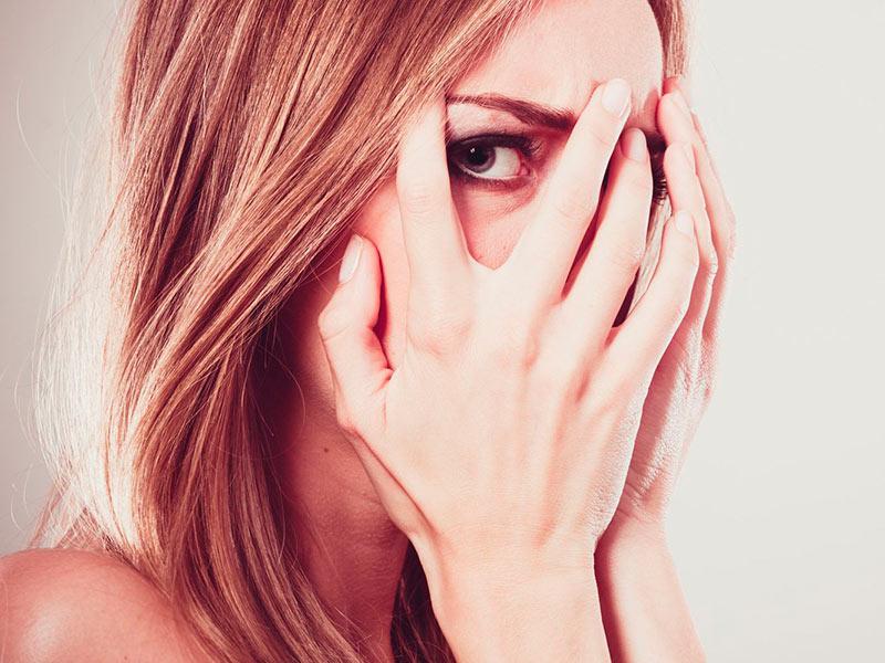 Опухло и болит веко над глазом: причины и возможные осложнения, как снять оттек в домашних условиях, диагностика и лечение